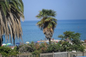 300 meters to beach, sea view, recently renovated, ground floor apartment with garage