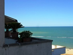 Finished beach apartment with 2 bedrooms, 300 meters to water, with open sea views