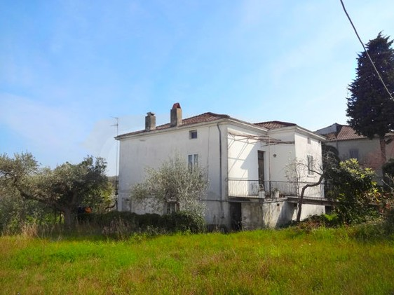 Three bed, detached,garden in town, 5km to beach2
