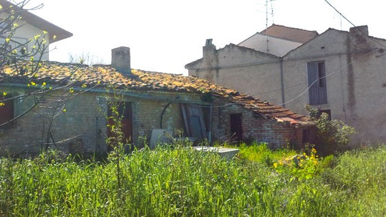 1300sqm of building land with 70sqm barn to build 250sqm Villa 3km to center of Lanciano. 1