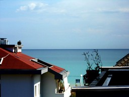 Sea view, 1km to beach, apartment with two bedrooms and two bathrooms, 15 mins to Pescara