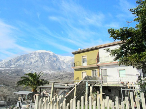 Panoramic location in a peaceful village with a bar and a couple of basic shops (1km from the house)2