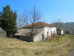 Detached farm house, surrounded by vines, in a peaceful and picturesque location, 5km to the beach. 1