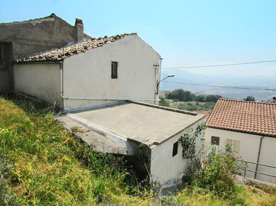 Town house with barn and garden and open , beautiful views. 1