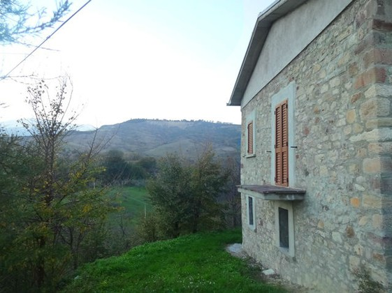 Detached, peaceful, stone, partly renovated house of 120sqm with garden 4km to 2 towns