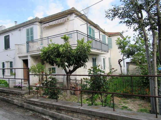 Ground floor apartment with private garden in an idyllic lived in town 20 minutes to the beach. 1