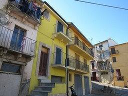 SUSPENDED Recently renovated, 2 bed, garage town house in typical Italian town