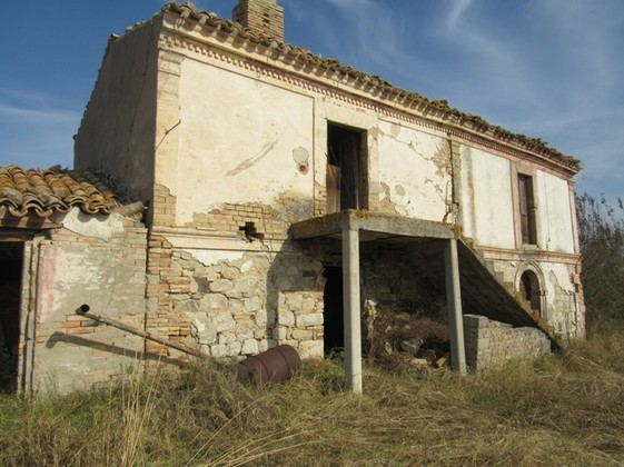 Ruin of 180 sqm with 1000sqm of land in a beautiful and panoramic position.
