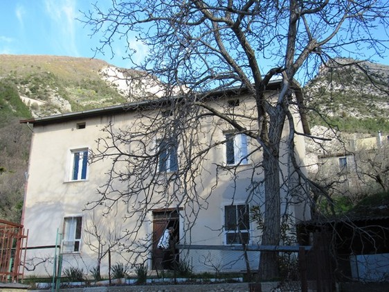 Detached, stone town house of 120sqm with garden , out buildings and mountain views near the ski resorts1