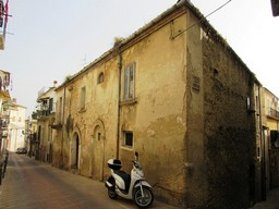 Historic, listed palace of 200sqm perfect for a B & B, with 100sqm of garden in the old part of Lanciano1