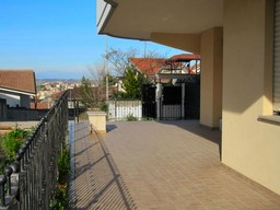 New 2 bed apartment with 30sqm terrace and garden in the town centre. 1