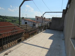 SOLD 180sqm, habitable town house with 20sqm terrace in this beautiful and typical town and 4 bedrooms