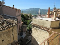 Nicely finished town house in the old part of this traditional Italian town, 100 meters to the center.