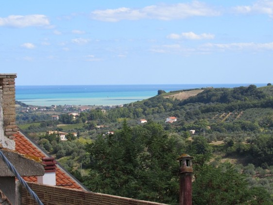 SOLD Original, brick town house of 150sqm for 4 beds, with beautiful views in the center of town.