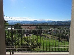 Farm house with open, fantastic mountain views, barn and 8000sqm of olive grove