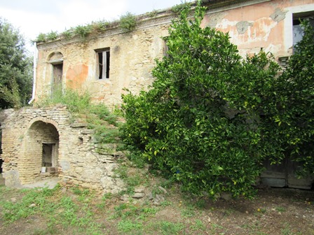 2 hectares of land with a 200sqm ruin 500 meters to town and beautiful  views.
