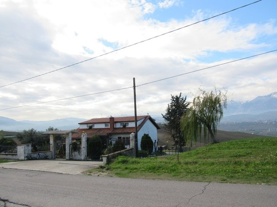 Detached, 6-bedroom farm house with 4000sqm of land and fantastic mountain views.