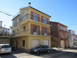 Two 60sqm floors of a three floor building with garden and  the terrace 300 meters to the town center