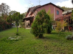 Detached, fully renovated, rustic villa, 4beds, with garden 4km to Lanciano. A nicely renovated Villa, finished to a high level of attention and full of original character for a rustic look.