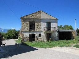 Stone ruin, 4km to Lanciano of 120sqm with mountain views.
