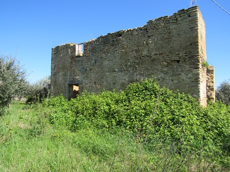 A 90sqm ruin with 3000sqm of olive grove in a very panoramic location offering mountain and valley views.