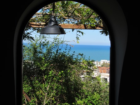 Open sea views, 2km to the beach from a finished 1 bed house and 3000sqm of land for tourist activites.