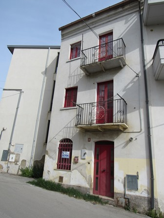 2 bed , finished town house in small village 10km to beach. 1