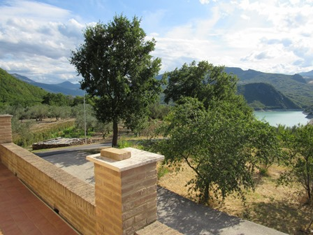 Finished, stone house, with lake and mountain view and 1000sqm of olive grove in an easily accessible location.