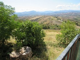 SOLD 2 bed, 9000sqm of land, 200 meters to lively town and fabulous mountain views