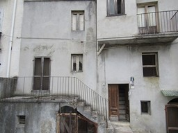 3 bed, stone, town house with garden and 3 terraces. 1