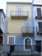 3 bed with terrace in the old part of town close to swimming pool. 1