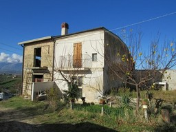 SOLD.Country house with mountain views, renovated of 110 sqm and garden 2