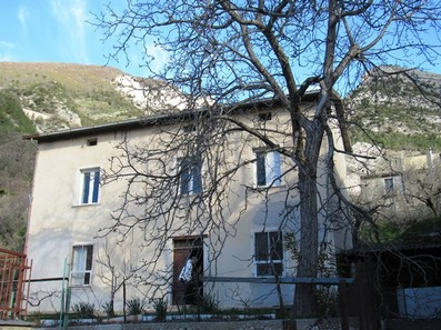 Detached, stone town house of 120sqm with garden , out buildings and mountain views near the ski resorts