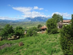 5 bedroom, habitable, 180sqm country house with 500sqm of garden and mountain views