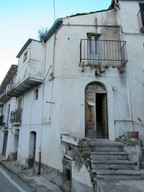 3 bedroom town house with open views in the historical part of a very Italian town. 1